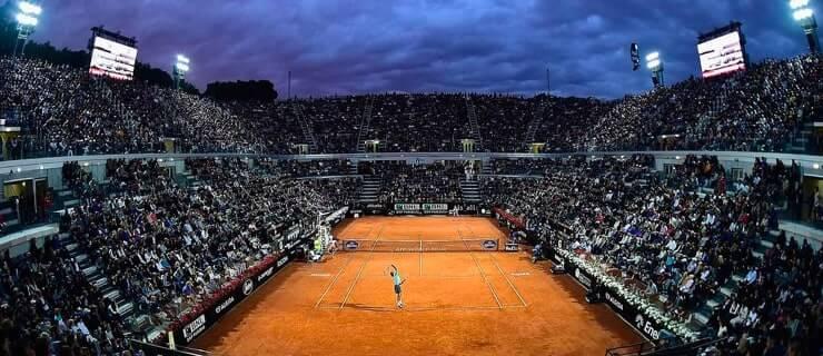 Stephens beats Kerber to reach WTA semi-finals